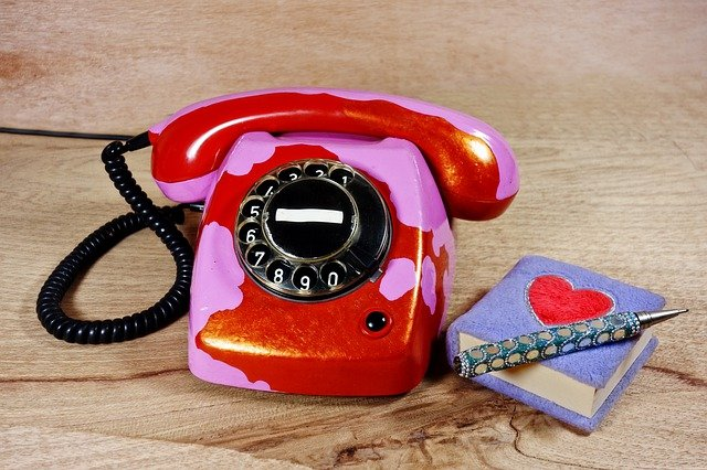 telefon s deníčkem.jpg