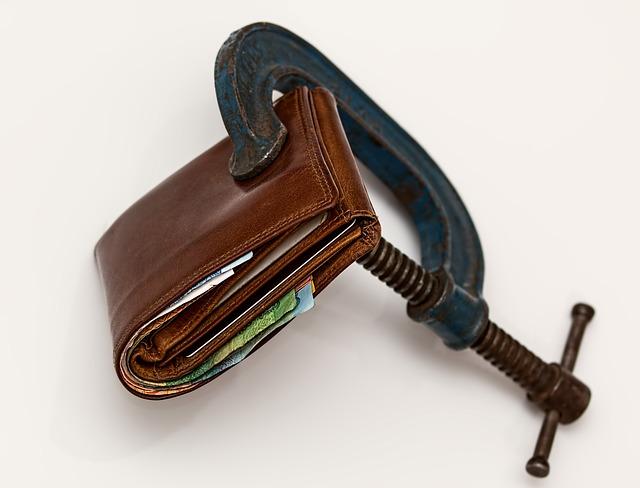 peněženka ve svěráku.jpg