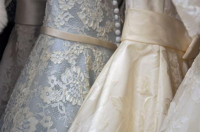 svatební šaty.jpg