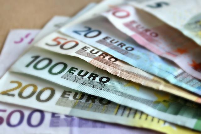 vějíř z euro peněz.jpg