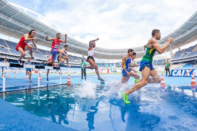 závodníci na stadionu